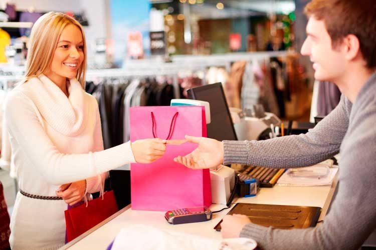 Возврат одежды в магазин - как вернуть одежду в магазин с чеком